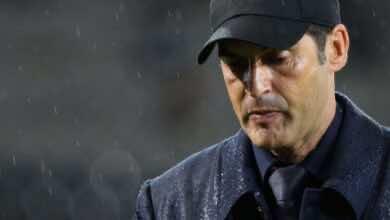باولو فونسيكا مدرب روما يتعرض للسرقة أثناء مباراة فريقه أمام فيورنتينا بالكالتشيو