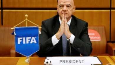 رئيس الفيفا يثني على إنجازات الراحل حناشي الرئيس السابق لنادي شبيبة القبائل الجزائري