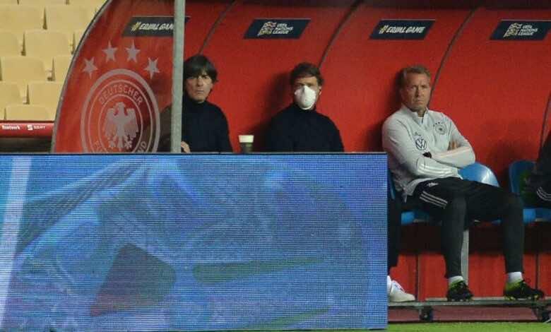 استطلاع ثلثا مشجعي كرة القدم في ألمانيا يؤيدون استقالة لوف