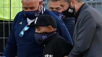 مارادونا يترك دكة بدلاء فريقه بشكل مفاجئ ويدخل المستشفى بسبب مشاكل نفسية!