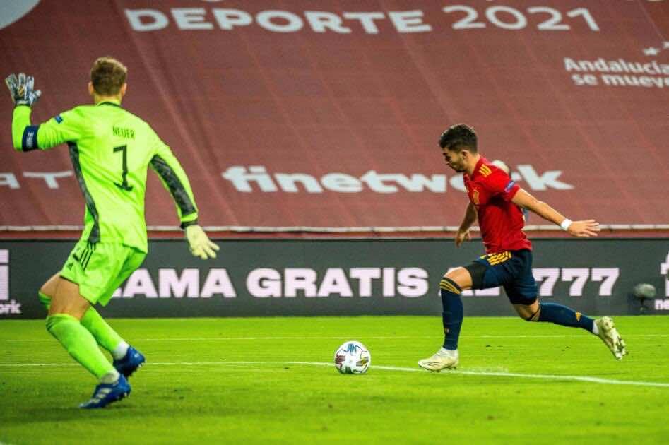 صور مباراة اسبانيا والمانيا - لحظة تسجيل فيران توريس الهدف الرابع