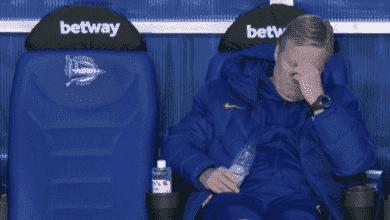 جزن رونالد كومان بعد تعادل برشلونة مع آلافيس في الدوري الاسباني