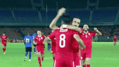 علي معلول يحتفل مع سيف الدين خاوي في مباراة تونس وتنزانيا في تصفيات امم افريقيا 2021