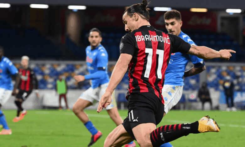 زلاتان إبراهيموفيتش يسجل ثنائية في مباراة ميلان ونابولي في الدوري الايطالي