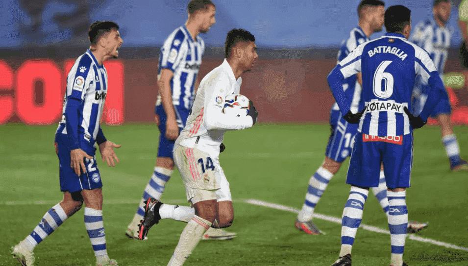 كاسيميرو يسجل هدف في مباراة ريال مدريد وألافيس ضمن الجولة 11 من الدوري الاسباني