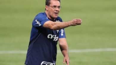 """مدرب البرازيل السابق لوكسمبورجو المصاب بالكورونا في وضع """"مستقر"""""""
