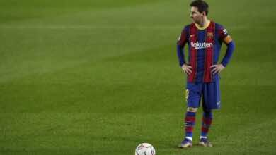 رغم شعوره بخيبة أمل شديدة قد يستمر ميسي مع برشلونة..