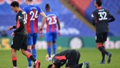سجدة صلاح بعد تسجيل هدفه الثاني فى مباراة الفوز على كريستال بالاس 7-0 بالبريميرليج (صور:AFP)