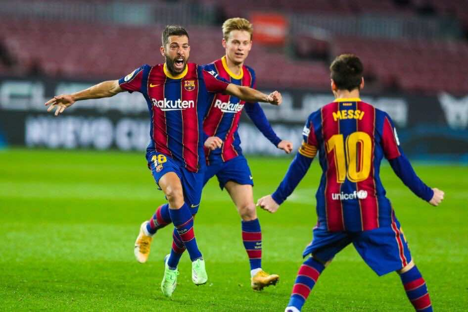 احتفال جوردي ألبا مع ميسي بتسجل هدف التعادل لبرشلونة