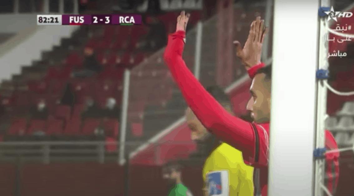 رضا الهجهوج يرفض الاحتفال أمام الرجاء في لعبة الهدف الثاني له في المباراة الافتتاحية بين الفريقين في الدوري المغربي انوي