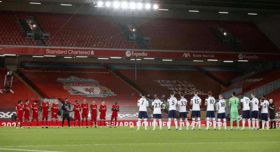 دقيقة حداد في ملعب آنفيلد روود قبل مباراة ليفربول وتوتنهام على روح المدرب الفرنسي الراحل جيرارد هولييه