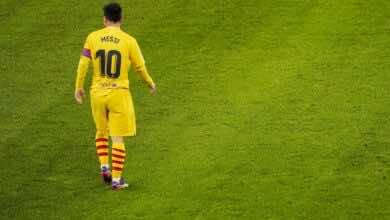 ميسي يتجهز لمقاضاة خماسي برشلونة..