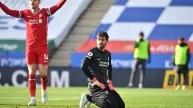 أليسون بيكر فى مباراة ليفربول وليستر سيتي فى الدوري الدوري الانجليزي (صور:AFP)