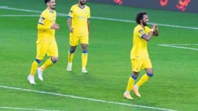 احتفال عبد المجيد صليهم بتسجيل الهدف الثالث للنصر فى شباك فريق التعاون بالدوري السعودي (صور:twitter)