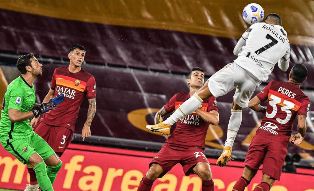 لحظة تسجيل رونالدو هدف التعادل أمام روما في مباراة الدور الأول والتي انتهت بنتيجة (2-2)