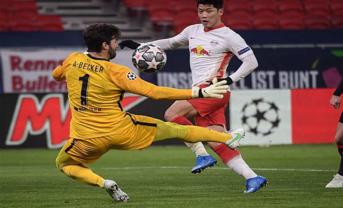 أليسون يحقق رقم مميز مع ليفربول رغم أدائه السيئ مؤخرًا - صور Afp