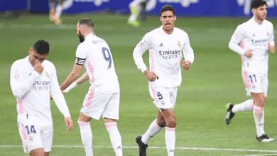 كريم بنزيمة وفاران في مباراة ريال مدريد وهويسكا في الدوري الاسباني