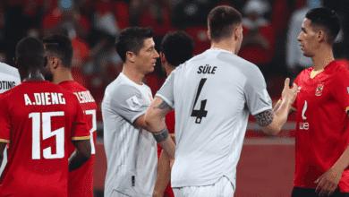 ليفاندوفسكي يصافح بدر بانون بعد انتهاء مباراة بايرن ميونخ والاهلي في كأس العالم للاندية 2020