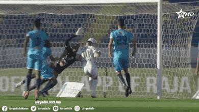 محمود بنحليب يحتفل بتسجيل هدف الرجاء الوحيد في شباك الاتحاد الرياضي المنستيري في ذهاب الدور الاقصائي بكأس الكونفدرالية 2021