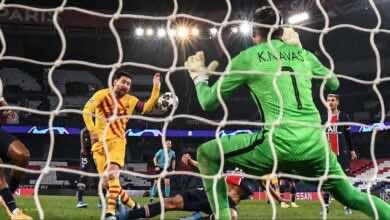 ليونيل ميسي يهدر ركلة جزاء في مباراة برشلونة وباريس سان جيرمان - صور AFP