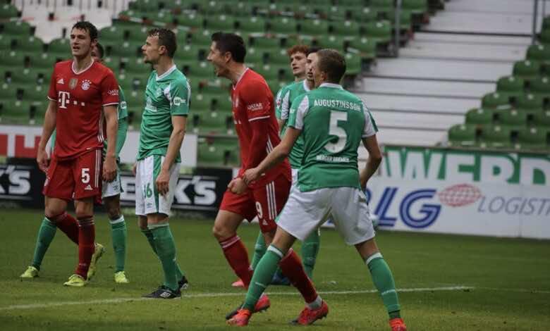 احتفال ليفاندوفسكي بتسجيل الهدف الثالث في مرمى بريمن - getty
