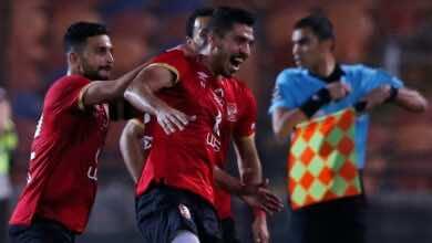 محمد شريف يسجل هدف تقدم الاهلي على الزمالك 2-1 في الدوري المصري - صور afp