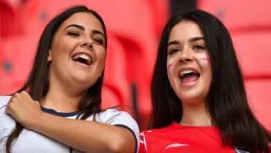 توأم انجليزي في مدرجات ملعب ويمبلي خلال مباراة انجلترا والمانيا في يورو 2020