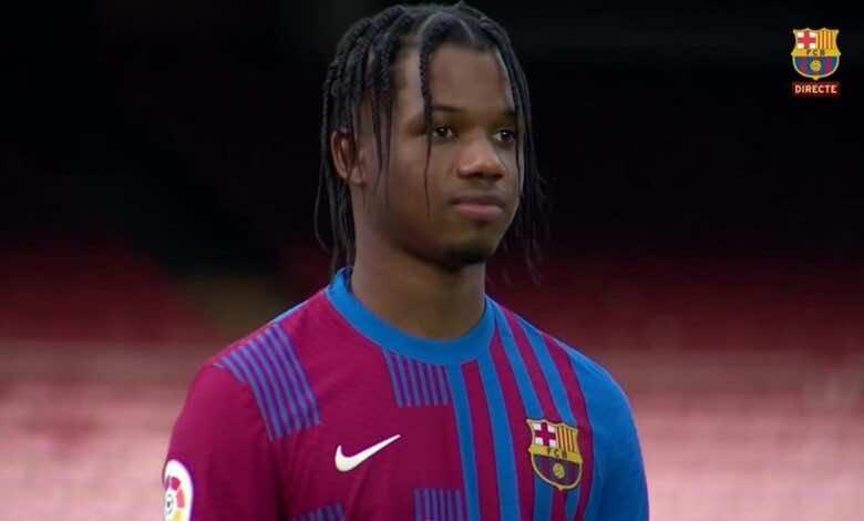 """قميص برشلونة الجديد """"تصميم مزدوج غير تقليدي"""" في موسم 2021-22"""