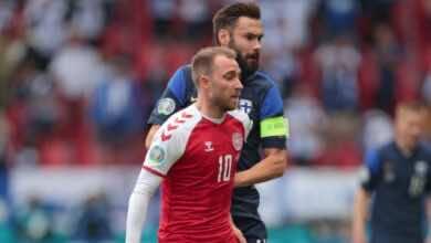 اريكسن قبل تعرضه للاغماء في مباراة الدنمارك وفنلندا في افتتاح يورو 2020