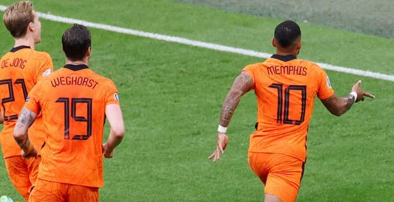 ممفيس ديباي يسجل اول هدف له في يورو 2020 خلال مباراة منتخب هولندا امام منتخب النمسا