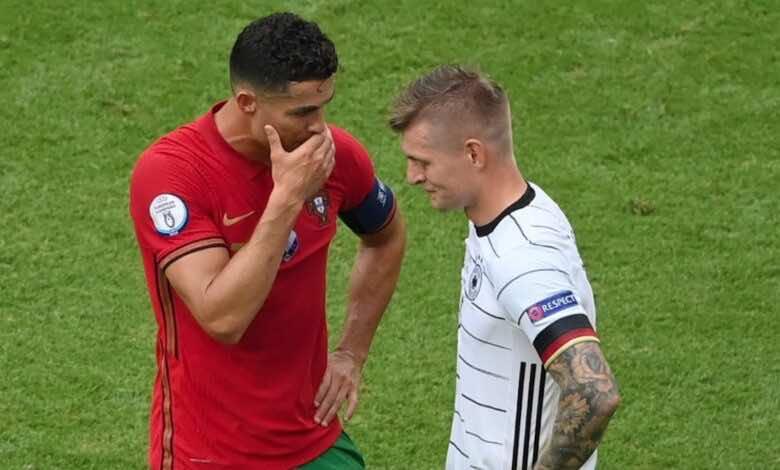 يورو 2020   ما الذي دار بين رونالدو وكروس ولماذا أخفى الدّون فمه؟