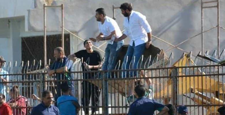 """مدرب يستعين بـ""""بلدوزر"""" لإدارة مباراة فريقه بالدوري المصري بعد إيقافه"""