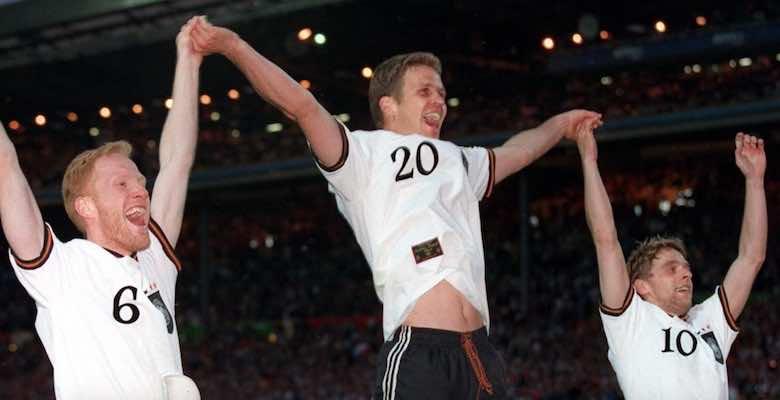 أوليفر بيرهوف بعد قيادة ألمانيا للتتويج بكأس أمم أوروبا يورو 1996
