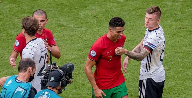 كريستيانو رونالدو وتوني كروس في مباراة المانيا والبرتغال ببطولة يورو 2020 - صور Getty