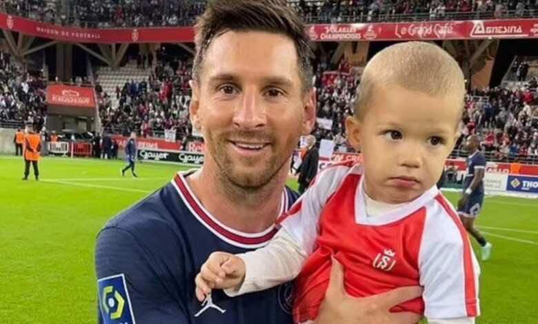 ميسي يوافق على الاحتفال بأول حارس ينجو من أهدافه في الدوري الفرنسي