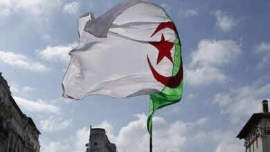 مشجع جزائري يتحدى الإعاقة والمسافة لتشجيع الجيش الملكي المغربي امام شبيبة القبائل